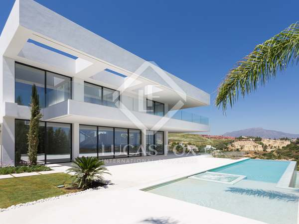 596m² House / Villa with 377m² terrace for sale in New Golden Mile