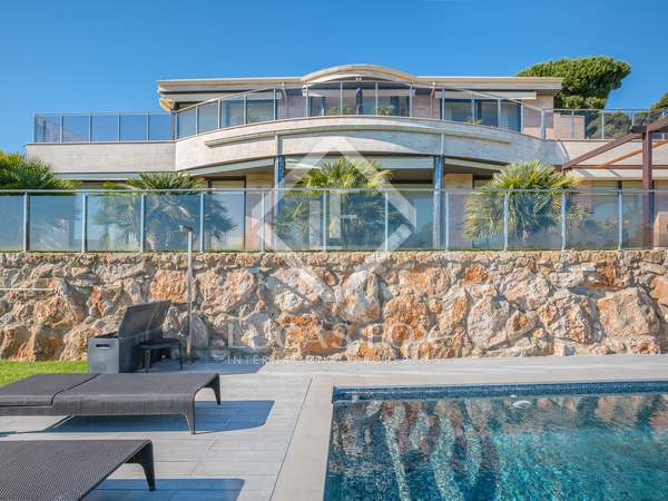 449m² villa for sale in a gated community in Tossa de Mar