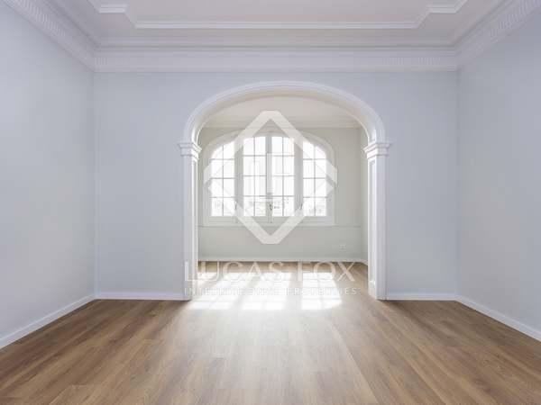 Appartamento di 130m² in affitto a Eixample Destro