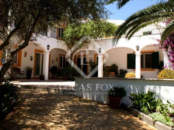 Дом на продажу на Менорке – элитная недвижимость в Испании