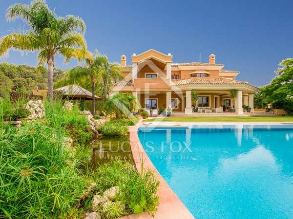 988m² House / Villa with 2,494m² garden for sale in Benahavís