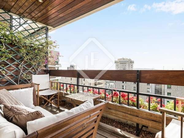 157m² Penthouse with 13m² terrace for sale in Turó Park