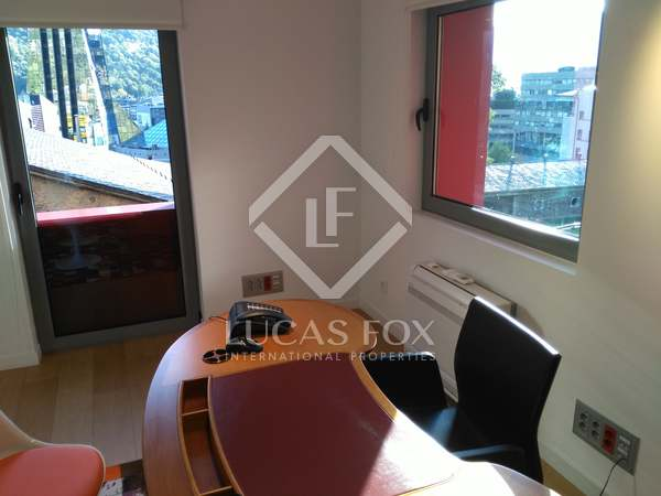 145 m² office for rent in Escaldes, Andorra