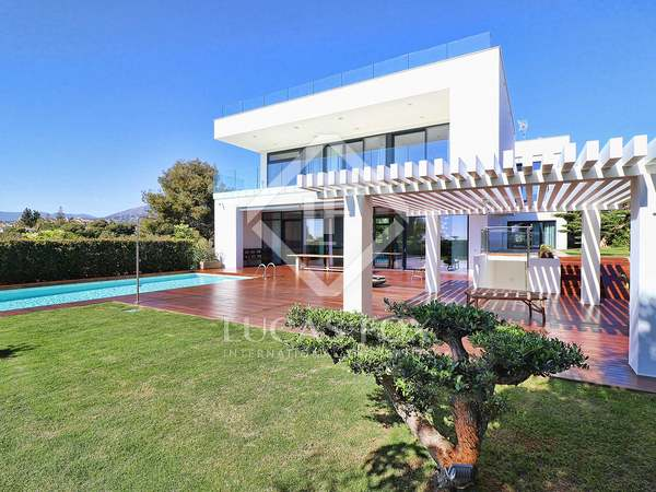668m² House / Villa with 179m² terrace for sale in Nueva Andalucía