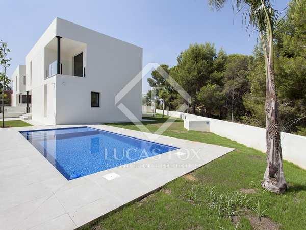 365m² House / Villa for sale in Paterna, Valencia