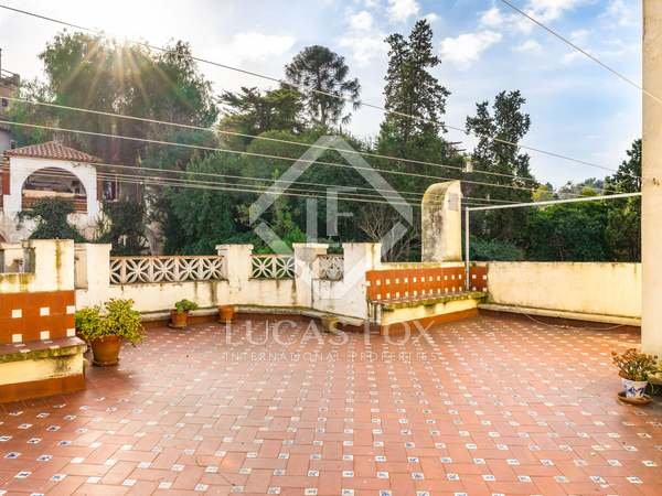 Casa de 523m² con patio y terrazas en venta en Poble Sec