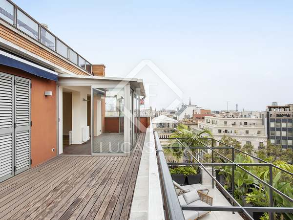 90m² Penthouse with 20m² terrace for rent in Eixample Right