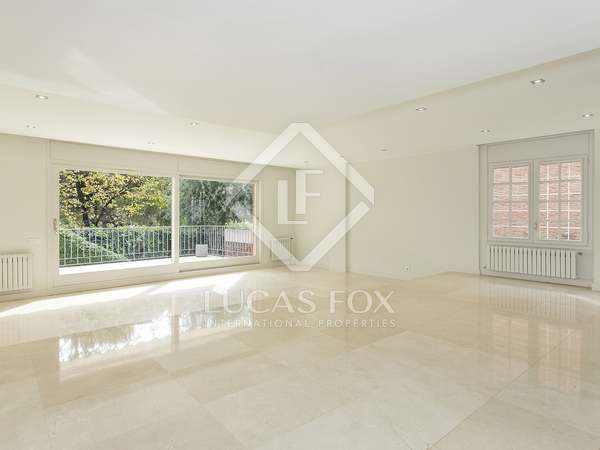 390 m² house with 120 m² garden for rent in Pedralbes
