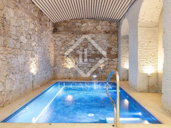 55m² Apartment with 6m² terrace for rent in Eixample Left