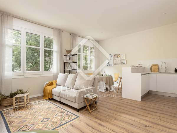 86m² apartment with 9m² terrace for sale in Eixample Right