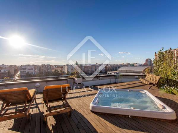714m² Takvåning med 250m² terrass till salu i El Pla del Real