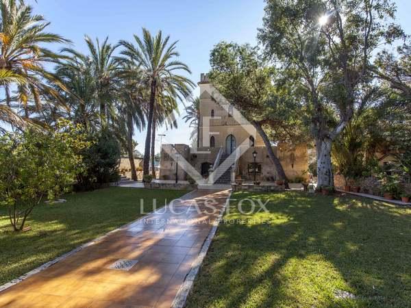 Castillo de 350m² con 1.650m² de jardín en venta en Dénia