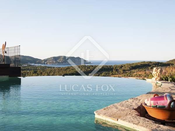 Villa de lujo con piscina infinita en venta en Ibiza