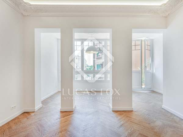 118m² Apartment with 8m² terrace for sale in Gràcia