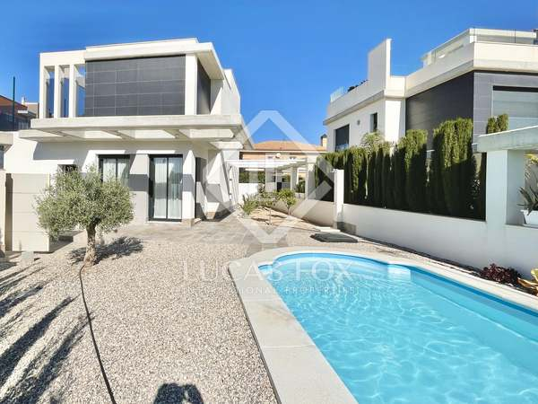 134m² House / Villa with 60m² terrace for sale in Playa San Juan