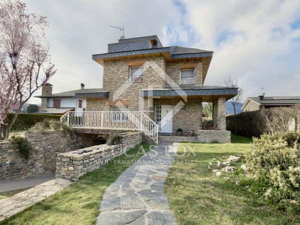 Casa / Vila de 256m² with 300m² Jardim à venda em Alt Urgell