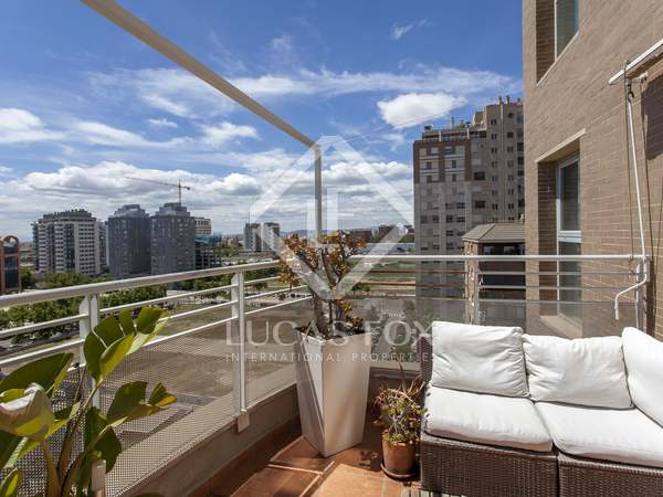 Triplex with a terrace for rent in the City of Sciences area