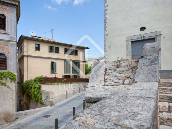 210 m² house with 80 m² garden for sale in Girona