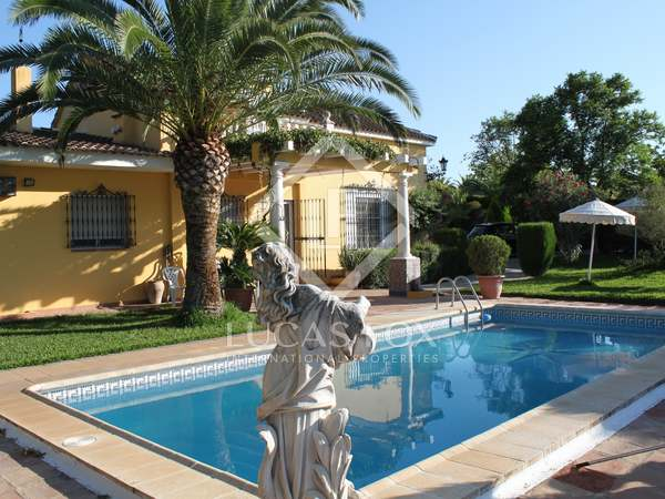 183m² Country house with 2,000m² garden for sale in Sevilla