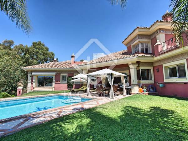 540m² House / Villa with 1,232m² garden for sale in Nueva Andalucía