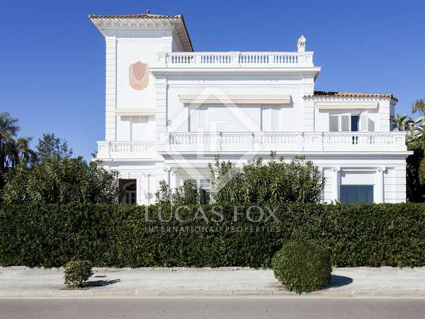 Large period property for sale on Sitges seafront