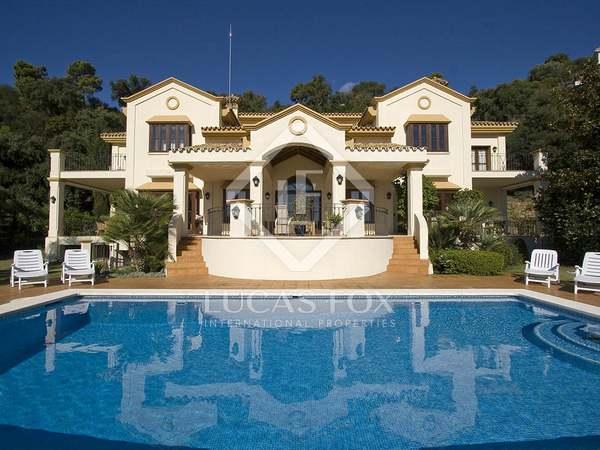 Family villa with sea views for sale in La Zagaleta