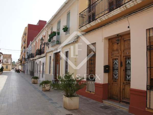 170m² House / Villa with 20m² terrace for rent in El Pla del Real