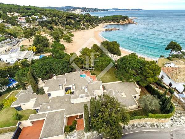 Exclusive La Gavina first line house to buy