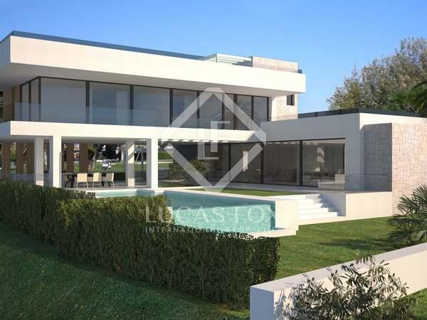 Luxe villa met 5 slaapkamers in eigentijdse stijl te koop in een nieuw project in de Benahavis