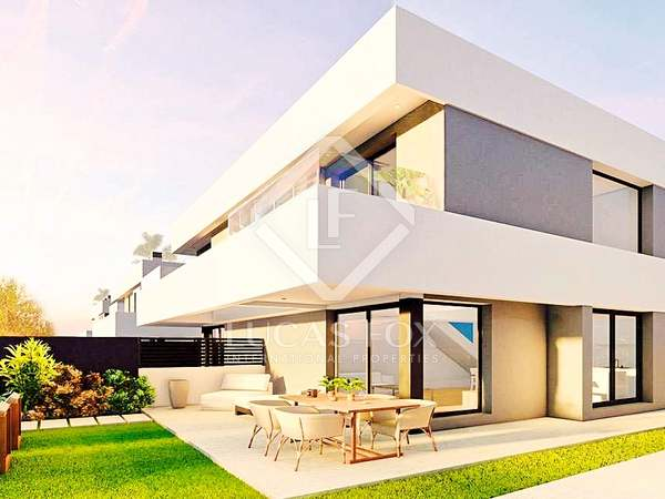 144m² House / Villa with 66m² garden for sale in golf