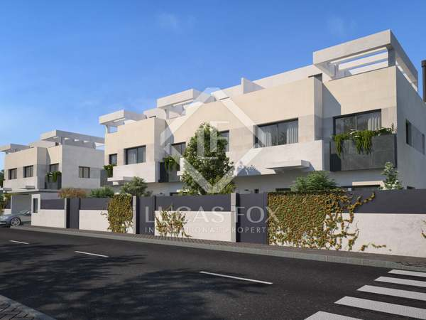 288m² House / Villa with 35m² garden for sale in Aravaca