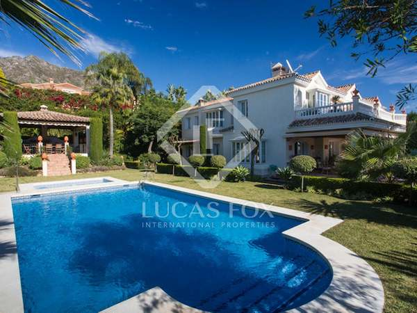 1,500m² House / Villa with 2,400m² garden for sale in Golden Mile