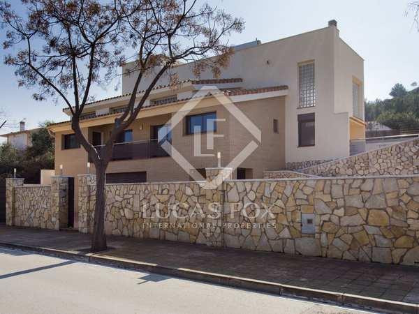 Modern villa with a garden and apartment to buy in Mas Alba