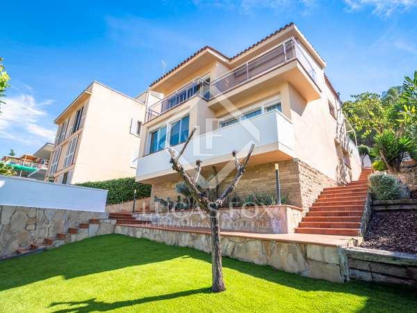 Huis / Villa van 215m² te koop in Vallpineda, Barcelona