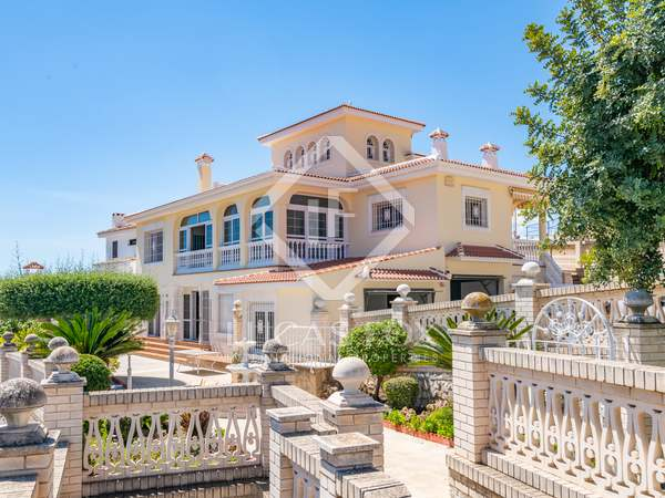 Huis / Villa van 631m² te koop in East Málaga, Malaga