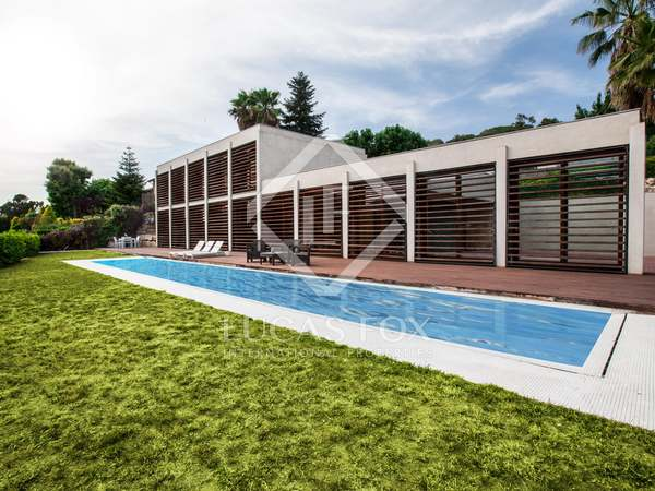 Huis / Villa van 571m² te koop in Vallromanes, Maresme