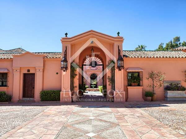 Fabulous Cortijo-style villa for sale in Guadalmina Baja