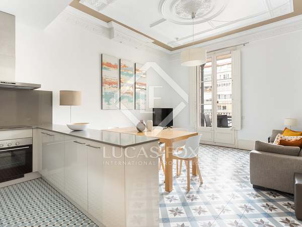 80m² Apartment with 10m² terrace for rent in Eixample Right