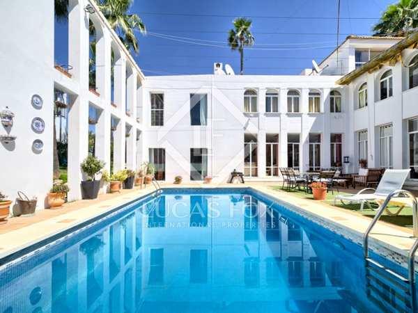 Huis / Villa van 320m² te koop met 1,003m² Tuin in Nueva Andalucía