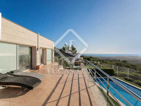 380m² House / Villa for sale in Canyelles, Barcelona