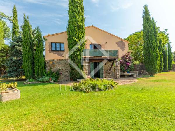 256m² Country house with 486m² garden for sale in Baix Empordà