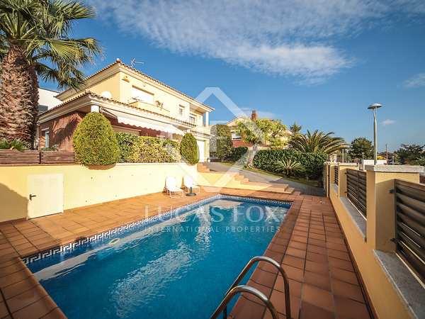 241m² House / Villa for sale in Calafell, Tarragona