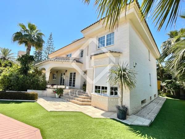 711m² House / Villa with 500m² garden for sale in Playa San Juan