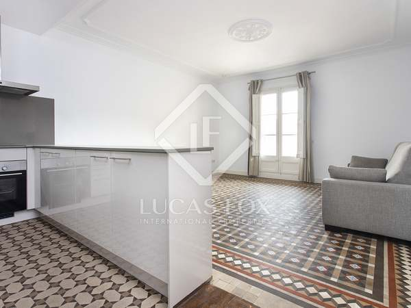 80m² Apartment with 12m² terrace for rent in Eixample Right