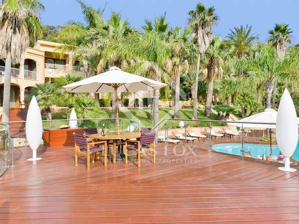 Huis / Villa van 2,143m² te koop in Santa Eulalia, Ibiza