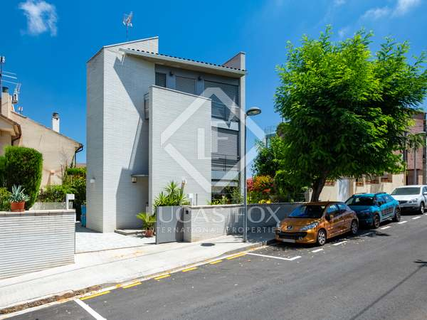 239m² House / Villa for sale in Tiana, Barcelona