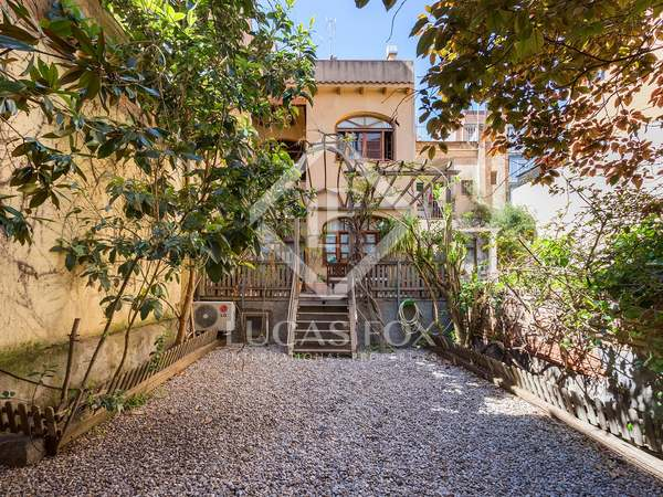 223m² house with 100m² garden for sale in Gràcia