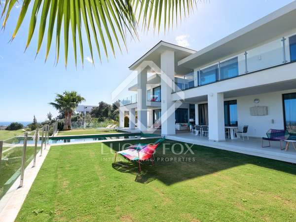 380m² House / Villa with 1,261m² garden for sale in Benahavís