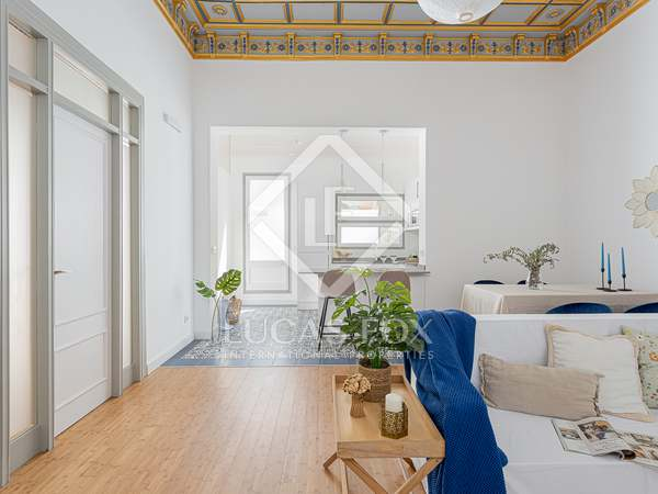 120m² apartment with 30m² terrace for sale in Eixample Right