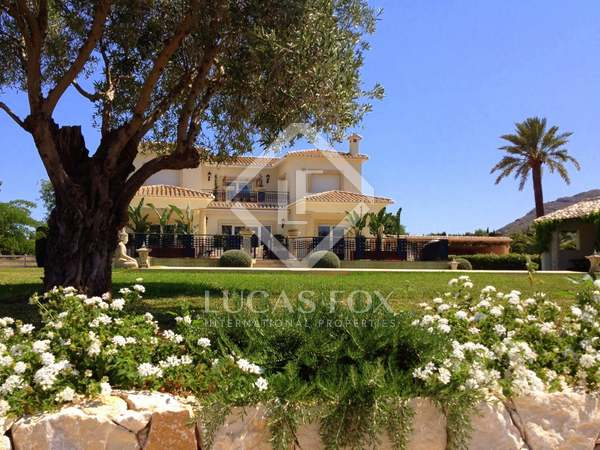 556m² luxury property with 10,914m² garden for rent in Denia